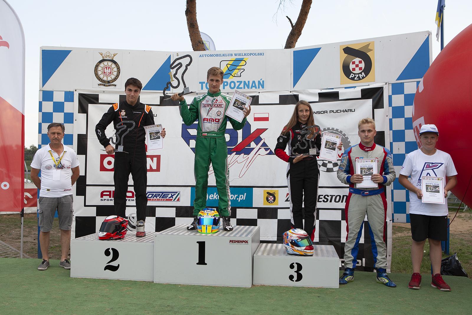 podium_senior