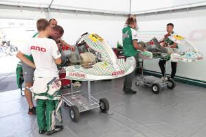 AMO Racing Team w swoim namiocie serwisowym
